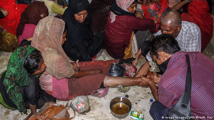 Eine junge Rohingya wird in der indonesischen Provinz Aceh medizinisch behandelt (Foto: imago images/ZUMA Wire/M. Has)