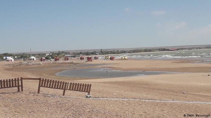 На берегу Капчагайского водохранилища