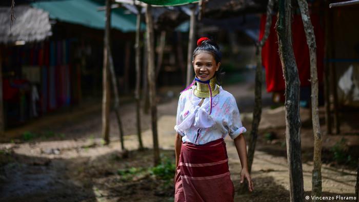 Thailand | Long Neck Women | (Vincenzo Floramo)