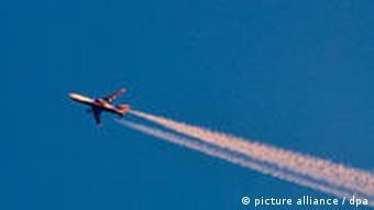 Ein Flugzeug über dem deutschen Luftraum (Foto: dpa)