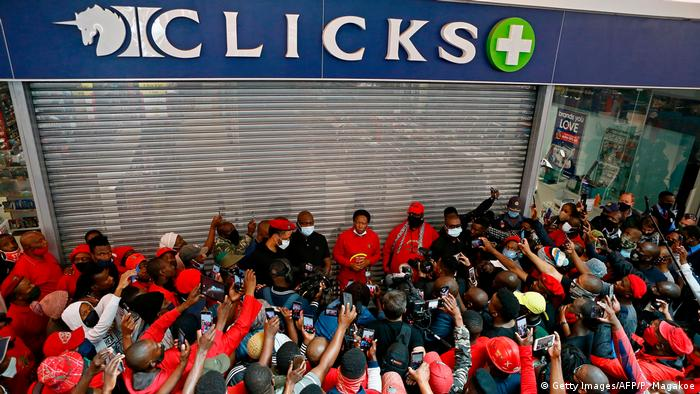 Südafrika I Black Hair Protest I Economic Freedom Fighters (Getty Images/AFP/P. Magakoe)