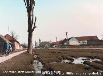 Nitzkydorf, satul natal al Hertei Müller. Foto:Barbara Breuer, arhiva Herta Müller şi Harry Merkle.