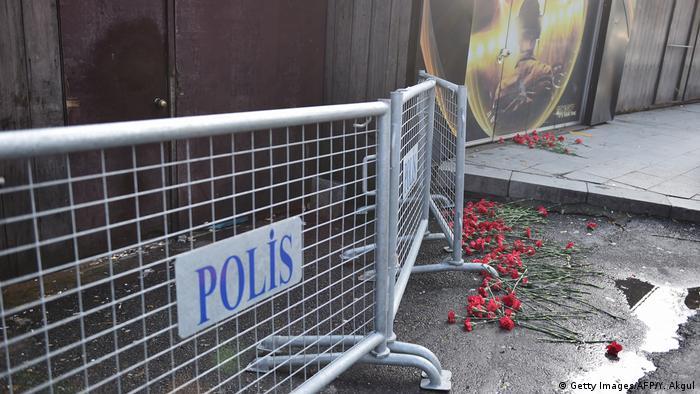 Abgesperrter Eingang zum Reina in Istanbul (01.01.2017) (Getty Images/AFP/Y. Akgul)