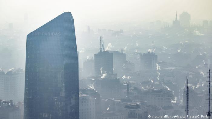 Italien I Luftverschmutzung in Mailand (picture-alliance/dpa/La Presse/C. Furlan)