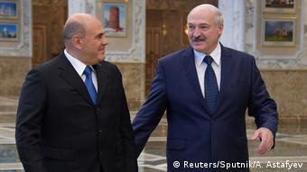 Premier Rosji Michaił Miszustin (po lewej) i prezydent Białorusi Aleksander Łukaszenka