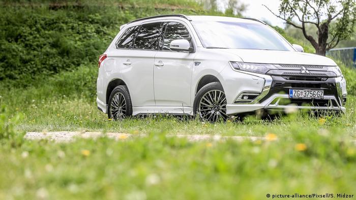 E-Auto Mitsubishi Outlander PHEV (picture-alliance/Pixsell/S. Midzor)