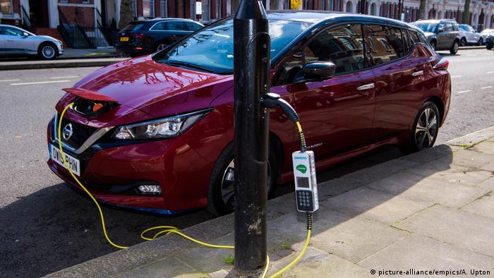 از شتاب نیسان در عرصه تولید خودروهای الکتریکی کاسته شده. مدل لیاف این خودروساز در سال ۲۰۲۰ با فروش ۵۵ هزار و ۷۲۷ دستگاه در رتبه هفتم جهان قرار گرفت.