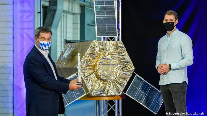Глава фирмы Isar Aerospace Даниэль Метцлер и премьер-министр Баварии Маркус Зёдер