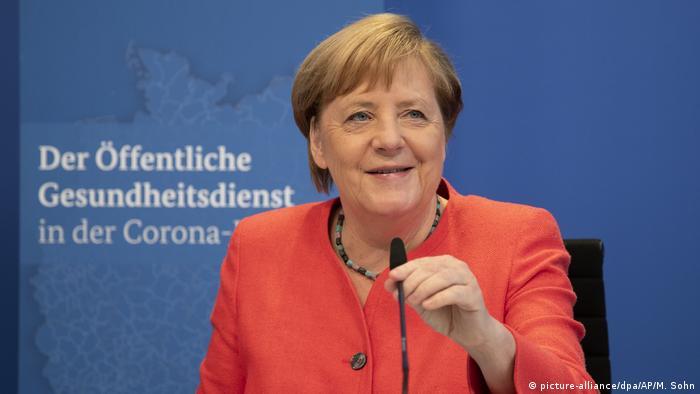 A chanceler federal alemã, Angela Merkel, fala durante videoconferência voltada a discutir a atual situação do setor após a crise provocada pelo coronavírus
