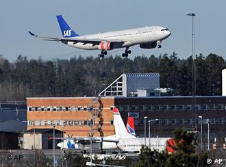 Ein Jumbo-Jet der SAS landet in Stockholm (Foto: AP)