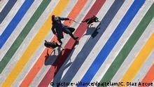 Argentinien Buenos Aires |Jahrestag |Zebrastreifen in LGBT-Farben
