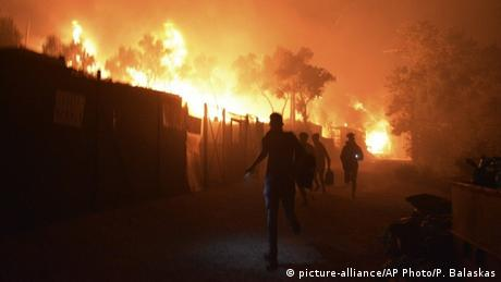 Griechenland, Lesbos: Brand im Flüchtlingslager Moria (picture-alliance/AP Photo/P. Balaskas)