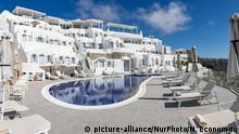Griechenland Reise |Hotel Pool In Santorini Island