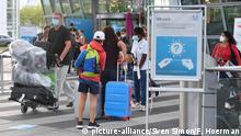 مسافرون في مطار فرانز يوسف شتراوس في مدينة ميونيخ بجنوب ألمانيا