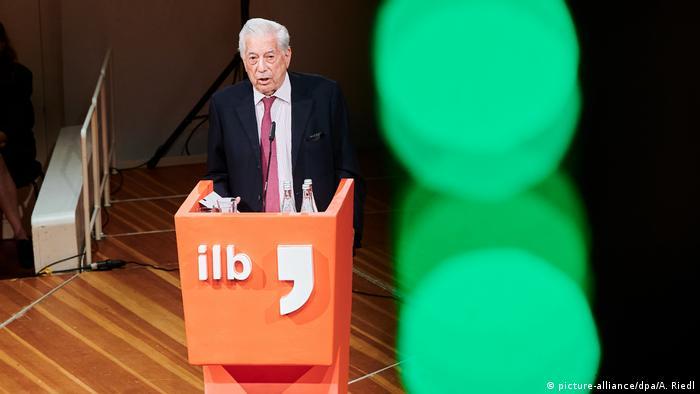 Mario Vargas Llosa at a lectern speaking at the ILB