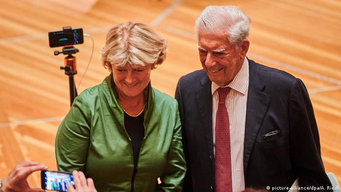 Mario Vargas Llosa and Monika Grütters at the opening night of the ILB
