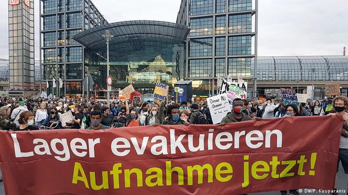 Deutschland Berlin | Kundgebung | Brand im Flüchtlingslager Moria