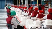 Russland Kaluga | Coronavirus | Produktion von Masken