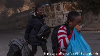 Des migrants poussés dans la rue après les incendies qui ont ravagé leur camp