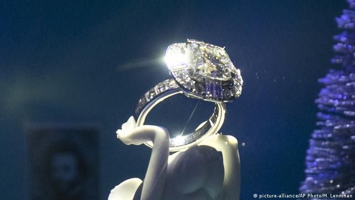 Dijamantni prsten od Tiffanya