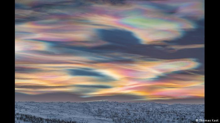 Das Bild des Fotografen Thomas Kast zeigt die polaren Stratosphärenwolken in Finnland.