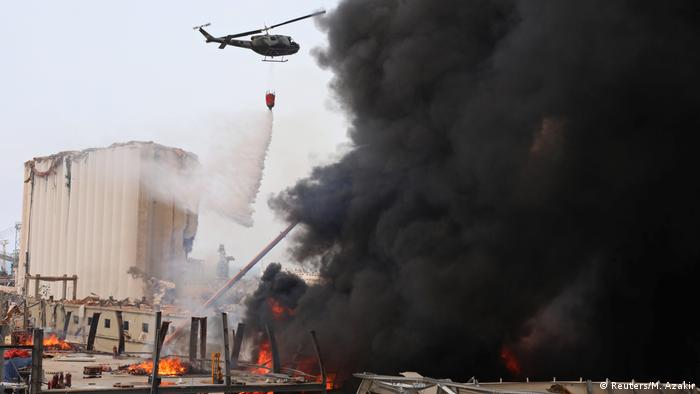 Libanon Beirut | Großbrand am Hafen | Schwarze Rauchwolken (Reuters/M. Azakir)