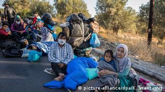 Griechenland Lesbos   Brand in Flüchtlingslager Moria   Asylsuchende (picture-alliance/dpa/K. Ntantamis)