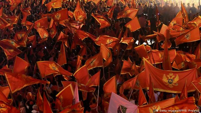 Pod zastavom EU-kandidata Crne Gore: Demonstranti u Podgorici koji podržavaju Mila Đukamnovića u septembru 2020.