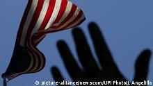 USA Flagge (picture-alliance/newscom/UPI Photo/J. Angelillo)