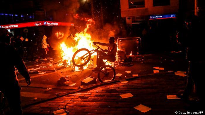 Kolumbien Protest gegen Polizeigewalt (Getty Images/AFP)