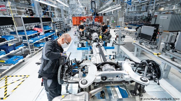 برای نخستین بار در دنیا سیستم خط تولید یک کارخانه خودروسازی تماما دیجیتال شده است و با شبکه جی ۵ کار میکند که به طور اختصاصی توسط شرکتهای اریکسون و O2 برای مرسدس بنز طراحی شده است. تمامی افراد، دستگاهها و ابزارها توسط اینترنت به هم متصل هستند و اطلاعات ردوبدل میکنند.