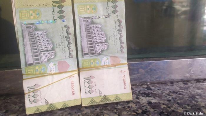 أوراق العملة اليمنية الجديدة التي تصدر في عدن مرفوضة في صنعاء (سبتمبر/ أيلول 2020)