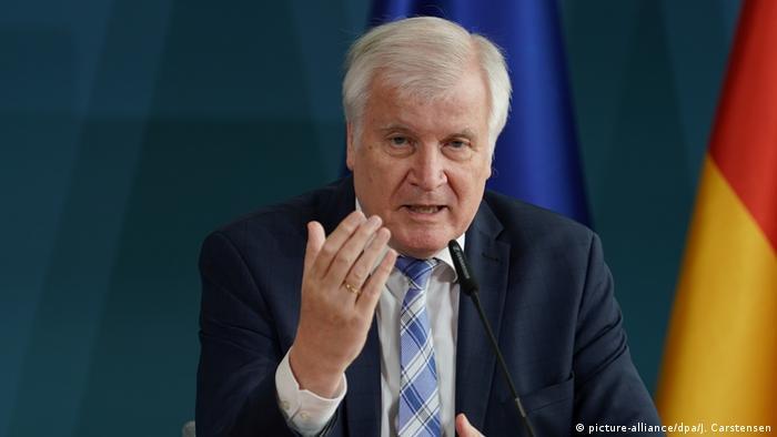 Deutschland Seehofer PK Moria (picture-alliance/dpa/J. Carstensen)