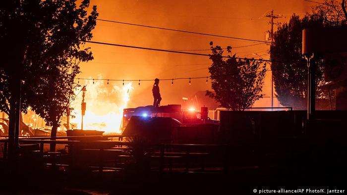 تنها در ایالت اورگان مساحتی به وسعت سههزار و ۶۰۰ کیلومتر مربع که تقریبا برابر با وسعت جزیره مایورکای اسپانیاست در آتش میسوزد.