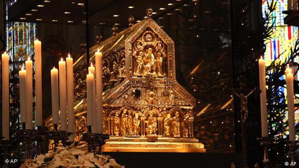 Kovčeg relikvije Sveta Tri Kralja na oltaru katedrale u Kölnu