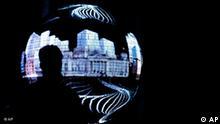 Ein Mann betrachtet am Dienstag, 6. Oktober 2009, in Stuttgart, Baden-Wuerttemberg, die Lichtspiele, die den Reichstag zeigen, auf einer drei Meter im Durchmesser messenden LED-Kugel. Rund 400.000 Leuchtdioden bilden einen kugelfoermigen Monitor, auf dem Bilder und Filme abgespielt werden koennen. Die Kugel gehoert zum balancity genannten deutschen Pavillon auf der Weltausstellung EXPO 2010 in Shangai, China. (AP Photo/Thomas Kienzle) ----A man watches the light effects showing the Reichstag parliament building on a three meter globe in Stuttgart, Germany, Tuesday, Oct. 6, 2009. The globe is equipped with some 400,000 LEDs to display pictures and movies and is part of the German pavilion called balancity on the EXPO 2010 in Shanghai, China. (AP Photo/Thomas Kienzle)