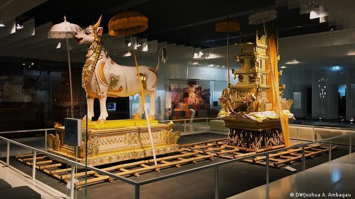 Bilderaglerie | Ausstellung | Artefakten des Rautenstrauch-Joest-Museums in Köln (DW/Joshua A. Ambagau )