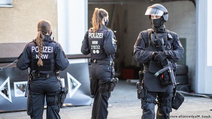 La police est le bras armé de l'exécutif