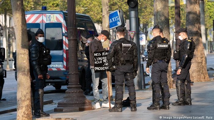 Frankreich Paris Polizeikontrollen vor Protest der Gelbwesten (Imago Images/Hans Lucas/E. Ruiz)