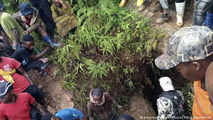 Kongo Minenunglück in Kamituga (picture-alliance/AP/Maisha RDC/J. Mwenyemali)