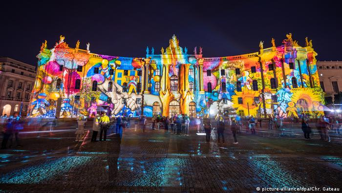Humboldt University Faculty of Law during the 2020 Festival of Lights (picture-alliance/dpa/Chr. Gateau)