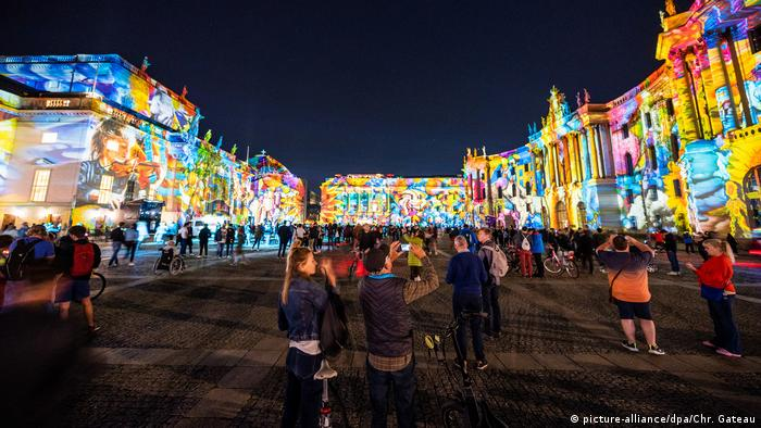 Berlin's Bebelplatz during the 2020 Festival of Lights (picture-alliance/dpa/Chr. Gateau)
