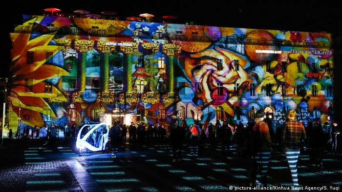 Hotel de Rome during the 2020 Festival of Lights in Berlin (picture-alliance/Xinhua News Agency/S. Yuqi)