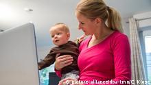 Deutschland Home Office mit Kleinkind