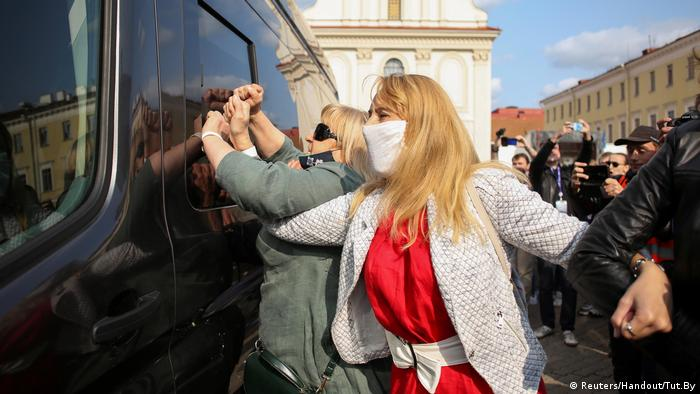 Weißrussland  Proteste in Minsk (Reuters/Handout/Tut.By)
