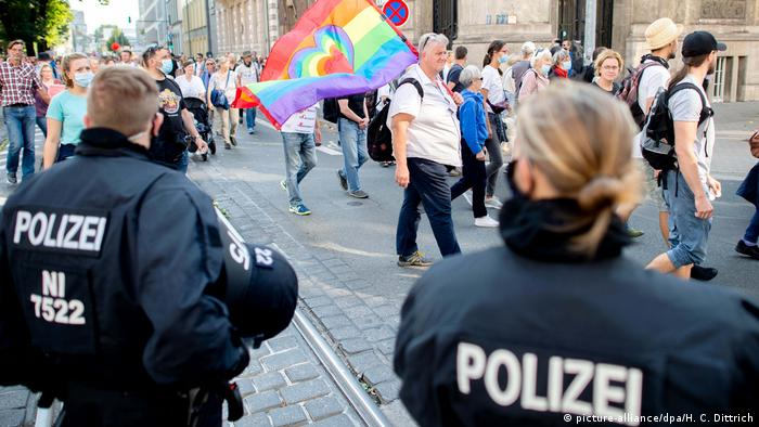 Protesters in Hannover (picture-alliance/dpa/H. C. Dittrich)