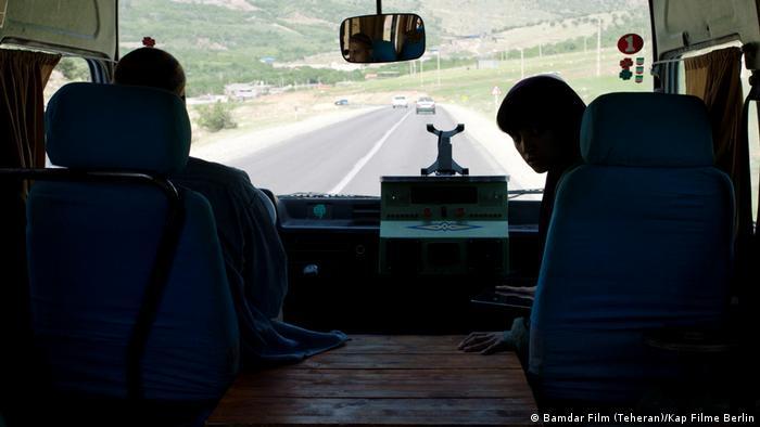 Leute im Bus/ Blick von der Rückbank (Teheran)/Kap Filme Berlin)