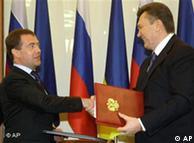 Russian President Dmitry Medvedev and Ukrainian President Viktor Yanukovych agree to extended lease deal
