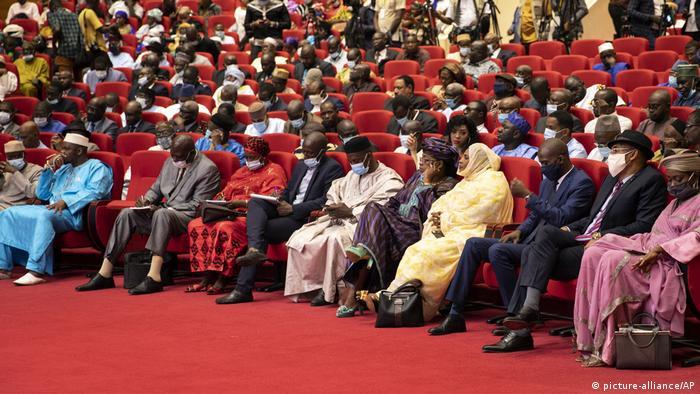Des délégués aux concertations à Bamako le 10 septembre