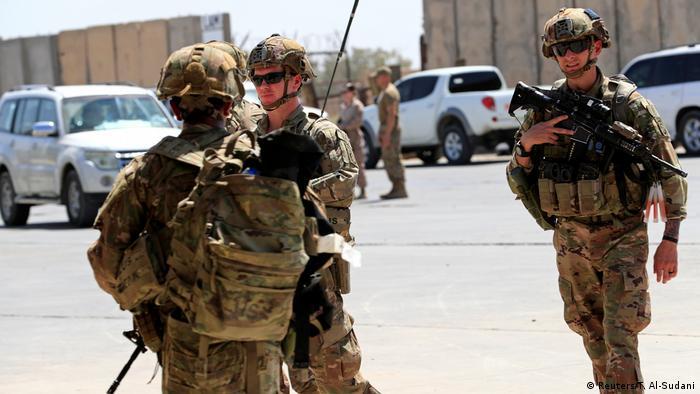 Irak Bagdad | US-Soldaten bei der Übergabe der Taji Basis an irakische Sicherheitskäfte
